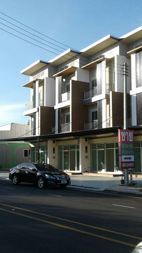 ขายอาคารพาณิชย์ 3 ชั้น บ้านเนินสำเหร่ ต.บ้านฉาง อ.บ้านฉาง จ.ระยอง
