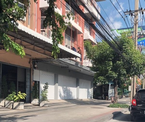 ให้เช่าตึก 3 คูหา ราคาถูกสุดๆ สี่ชั้นครึ่ง มี 2 โฉนด รวมกันเป็น 3 คูหา 51 ตรว.