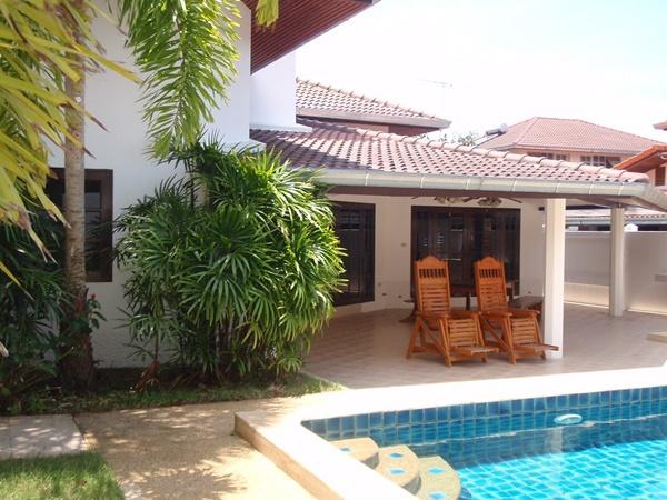 ขายถูกมาบ้านเดี่ยว สวยพร้อมสระว่ายน้ำ ซ.นาจอมเทียน40 อ.สัตหีบ จ.ชลบุรี เดินจากบ้านถึงชายหาดเพียง 400 เมตร