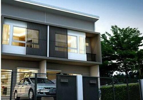 ขายบ้านสวย ราคาถูกใจ ขายทาวน์โฮม โครงการอินดี้ บางนา ในเครือ L&H ใกล้ ม. เอแบค บางนา มีพื้นที่สวนหลังบ้านและหน้าบ้าน