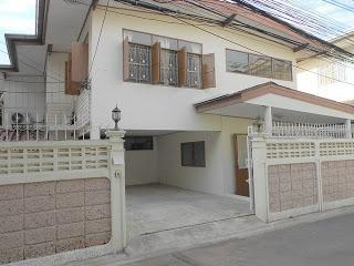 ให้เช่าบ้านเดี่ยว 2 ชั้น ซอยสุขุมวิท 49  เนื้อที่ 40 ตารางวา จำนวน 2 ชั้น 4 ห้องนอน 2 ห้องน้ำ