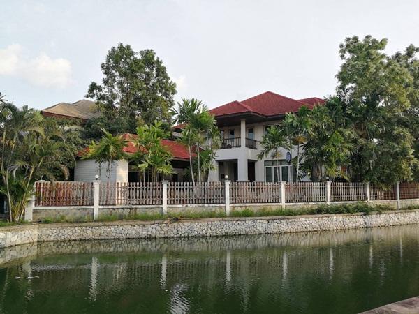 ขายบ้านกฤษฏานคร30สมุทรปราการ  ขายบ้านในหมู่บ้านกฤษฏานคร30เทพารักษ์  บ้านพร้อมอยู่ขนาด198ตร.วา2ชั้นติดทะเลสาบ