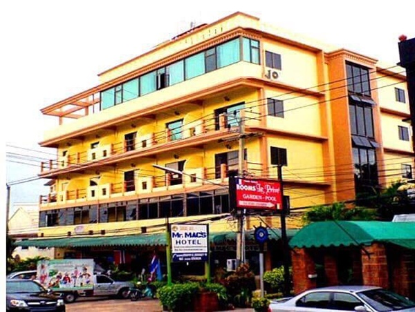Coffee shop/Thai-Europe restaurant for rent on 1st fL of Mr.Mac s Hotel, contact 099-9146914