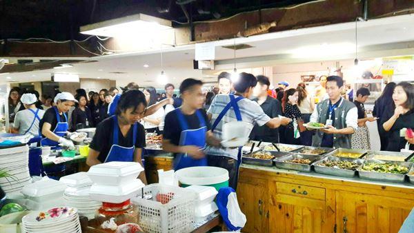 เซ้งกิจการร้านอาหาร ย่านห้วยขวาง 43.29 ตรม. ทำเลทองขายอะไรก็รวย ลูกค้าเยอะ (เจ้าของจะเกษียณ) อุปกรณ์เครื่องครัวครบครัน สะดวก