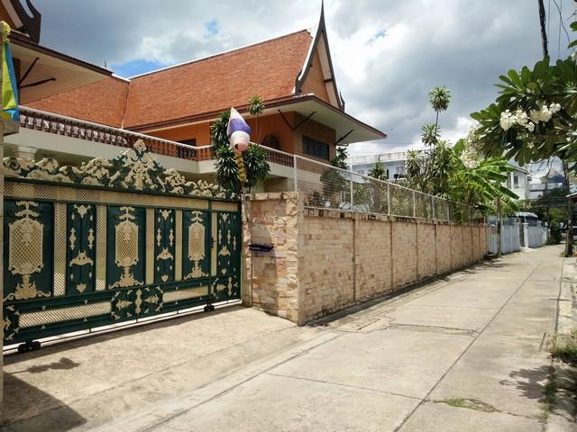 ขายบ้านทรงไทยร่วมสมัย ณ จตุจักร ถนนวิภาวดีรังสิต ซอย17