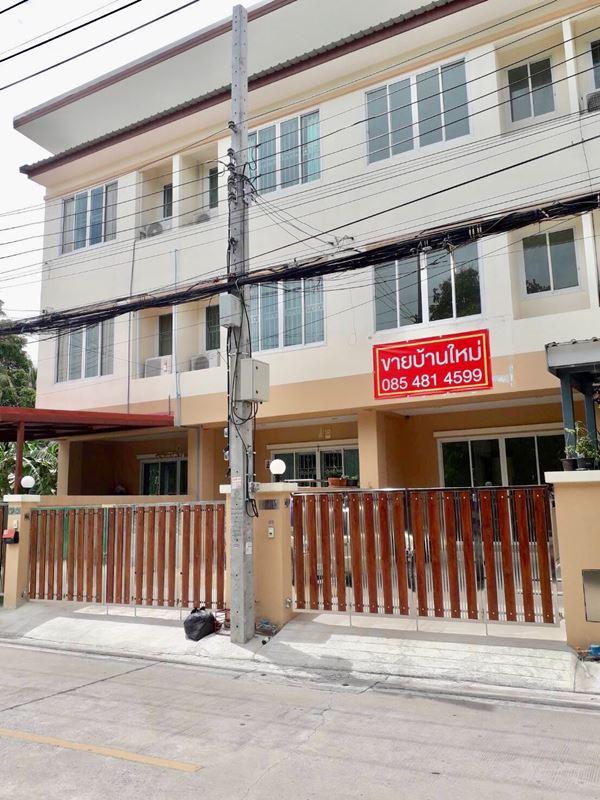 ทาวน์โฮม 3ชั้น บ้านริมสวน เมืองนนทบุรี ใกล้ MRT แยกติวานนท์ 4 ห้องนอน โทร 0854814599