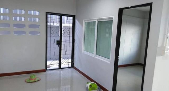 บ้านเดี่ยวให้เช่า ขนาดบ้าน 150ตรม ที่ดิน 105 ตรว  4ห้องนอน 2 ห้องน้ำ 1 ครัว-ด้านนอก 6จอด