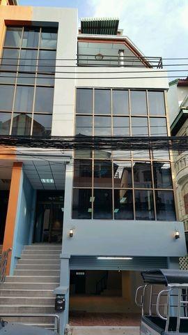 ให้เช่าอาคารพาณิชย์ 42000 เลียบทางด่วน เอกมัย-รามอิทรา ซอย นวลจันทร์ 31 ตึก 5 ชั้น ที่จอดรถ 6 คัน