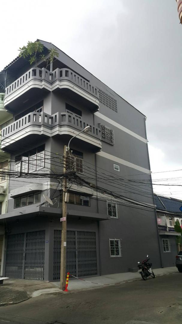 ให้เช่าอาคารพาณิชย์ 4 ชั้นครึ่ง 4 ห้องนอน 3 ห้องน้ำ  ลาดพร้าว 15 แยก 1 แขวง จอมพล