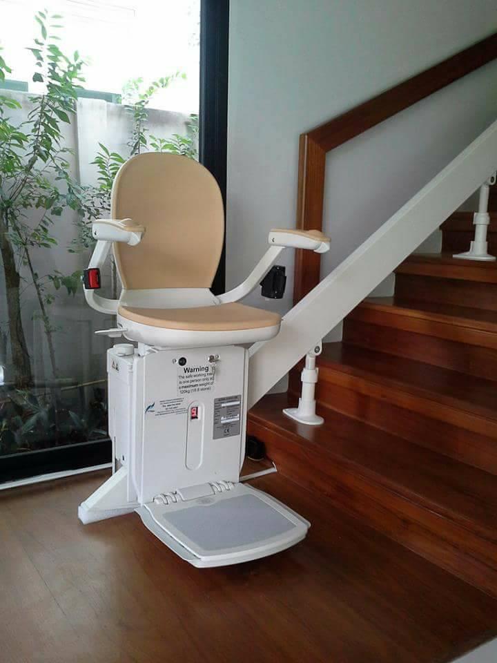 การใช้งานเก้าอี้เลื่อนขึ้นบันได