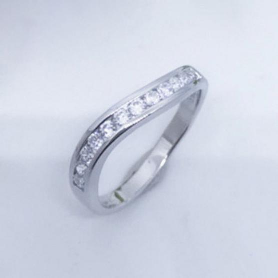 Winnie Jewelry แหวนไดมอนด์เคิร์ฟ